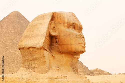 Tuinposter Egypte Great Sphinx of Giza and Pyramid. Cairo, Egypt