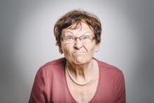 Wütende Rentnerin