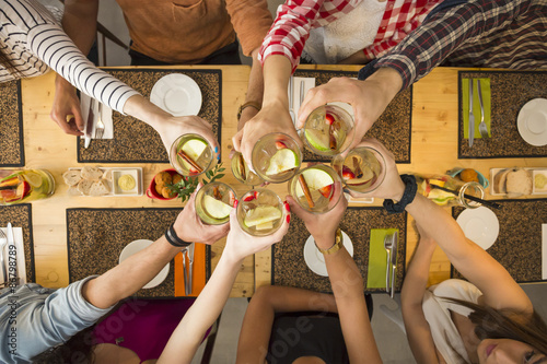 Fotobehang Restaurant Friends having a toast