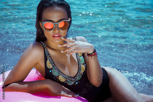 Fotografie, Obraz  summer woman with sunglasses. shot on the beach.