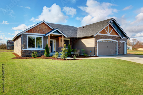 Large modern house with stone and walkway. Canvas-taulu