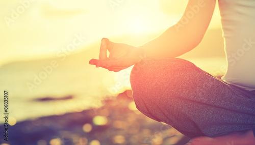 Staande foto School de yoga Yoga concept. hand woman practicing lotus pose on beach