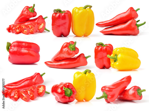 Murais de parede Sweet pepper isolated on a white background