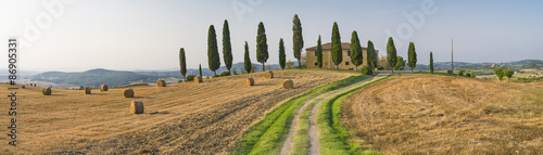 road to the farm in Tuscany in Italy - 86905331