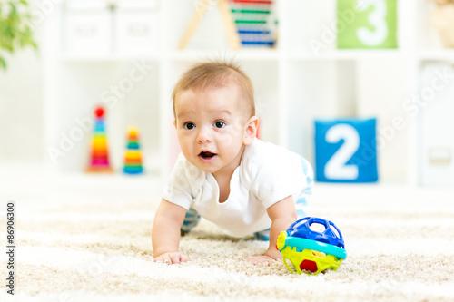 Photo  crawling funny baby boy at nursery