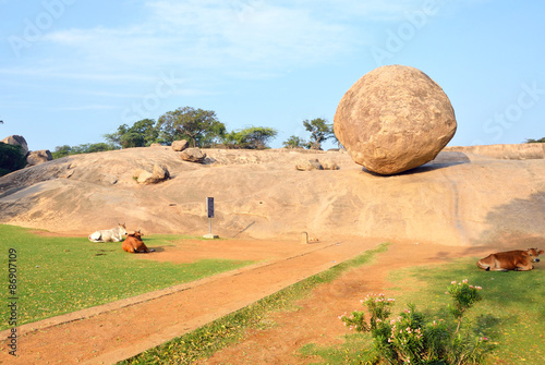 Fotografie, Obraz  Krishna's Butter Ball in Mahabalipuram,India