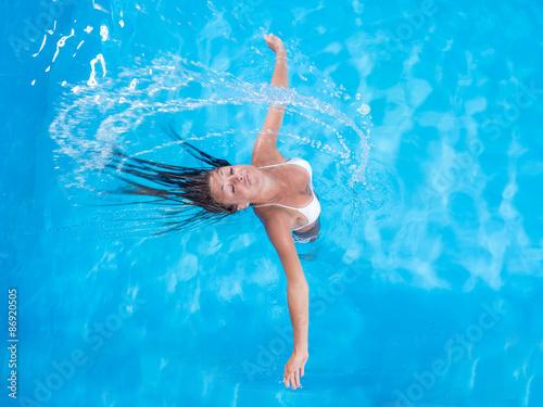 Foto op Aluminium Flamingo A girl is relaxing in a swimming pool