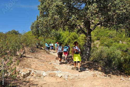 Fotografía  Grupo de mujeres senderistas en el Parque Natural Sierra de Andújar, Sierra More