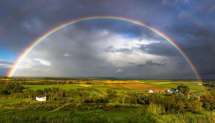 丘にかかる虹