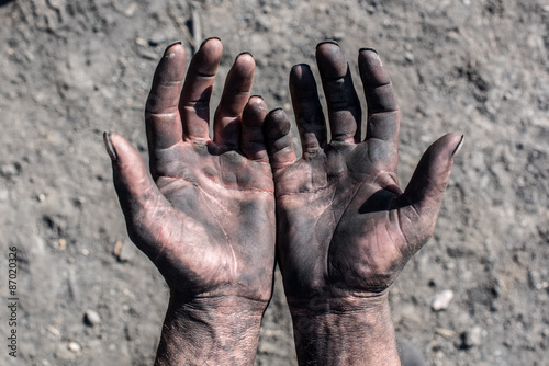 Fotografía  Worker Hands. Worker Man with Dirty Hands.