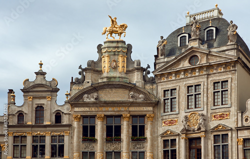 Fotobehang Athene Maison Des Brasseurs and Anno Buildings in Grand Place of Brussels