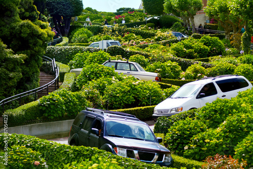 Keuken foto achterwand San Francisco Cars drive down Lombard Street switchback in San Francisco CA