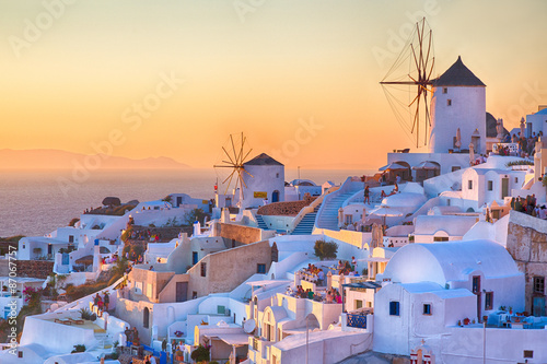 La pose en embrasure Santorini Oia Sunset, Santorini island, Greece