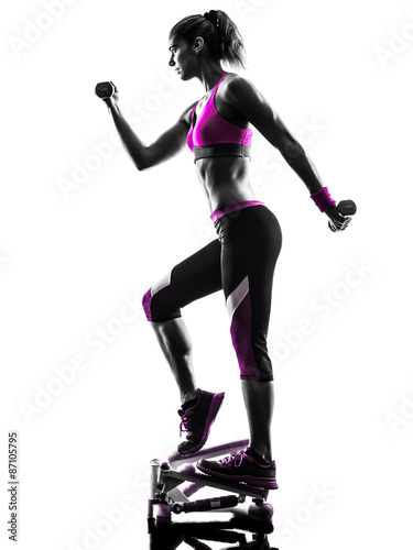 sylwetka-fitness-kobieta-wagi-wagi-cwiczenia