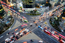 Belebte Straßenkreuzung In Ga...