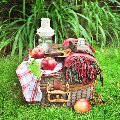Keuken foto achterwand Picknick Picnic basket with vintage objects, outdoors selective focus