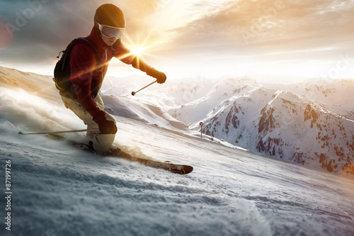 Staande foto Wintersporten Skier in a sunset setting