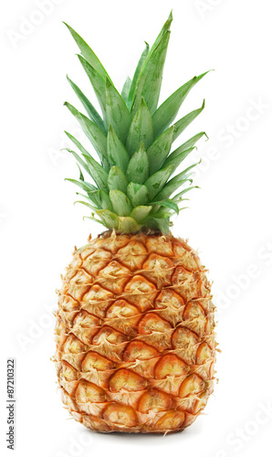 Photo ripe pineapple isolated on white background