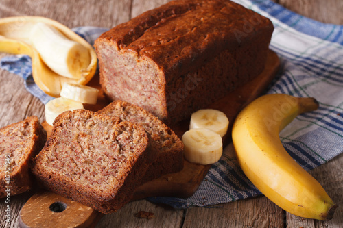 Foto auf Gartenposter Brot Fresh homemade banana bread close-up on the table. horizontal