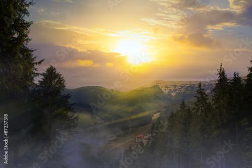 Papiers peints Noir sunrise in the mountains