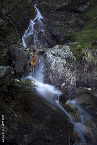 Foto op Aluminium Bos rivier Mountain waterfall