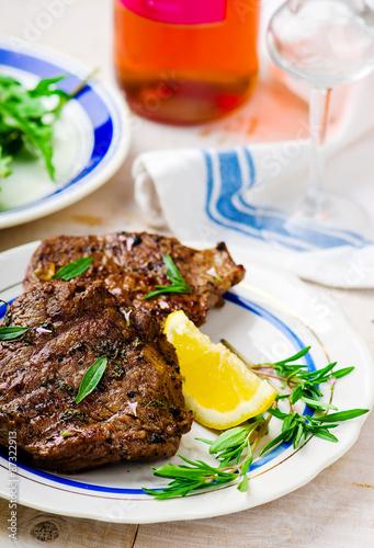 Photo  steak  with lemon