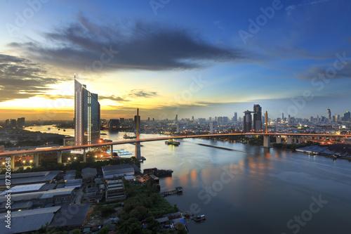 In de dag Bangkok Bangkok office building riverside at sunset, before Night Falls