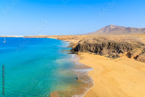 Montage in der Fensternische Kanarische Inseln Couple of people in turquoise ocean water on Papagayo beach, Lanzarote, Canary Islands, Spain