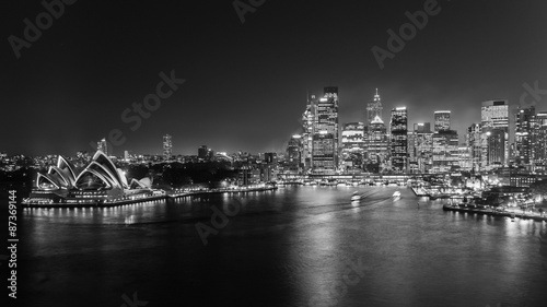 Staande foto Sydney Sydney's opera house and skyline seen from the harbour bridge