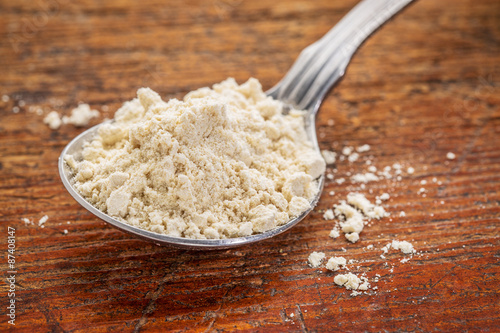 Fényképezés tablespoon of quinoa flour