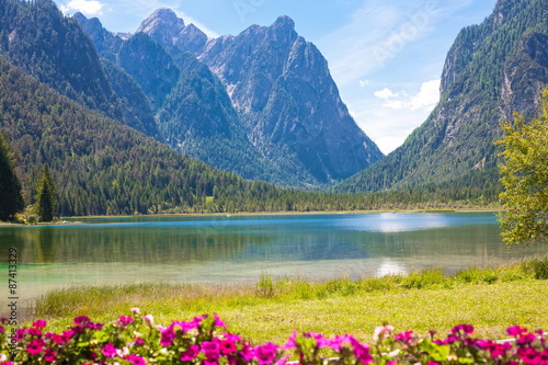 Photo Stands Khaki Lake Dobbiaco (Toblach, Sudtirol)