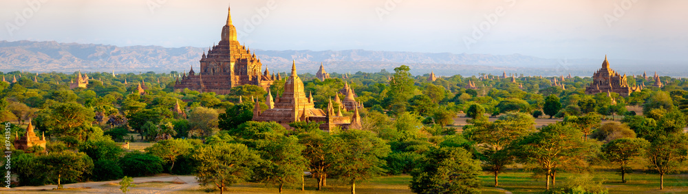 Fototapeta Panoramic landscape view of beautiful old temples in Bagan, Myan