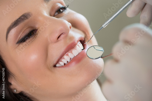 Fotografia  Young woman at the dentist