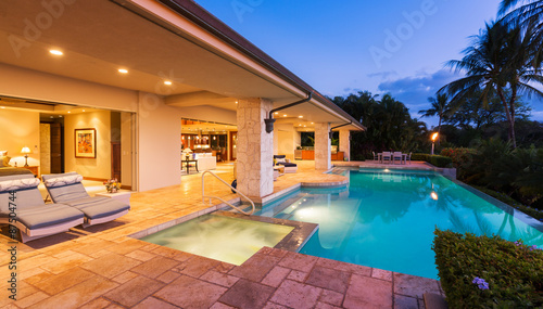 Photographie  Luxury Home with Pool at Sunset