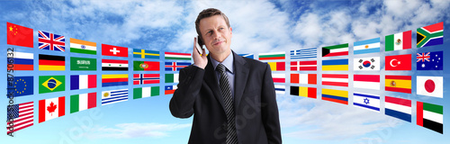 Fotografía  International businessman talking on the phone, global communication