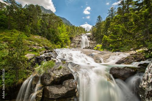 Kolory fototapet wodospad-w-pirenejach
