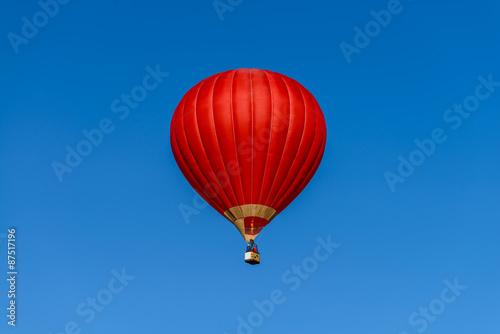 In de dag Ballon red hot air balloon against the blue sky