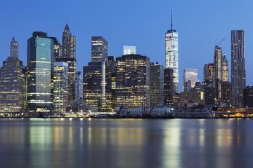 Fototapeta na wymiar View of New York City Manhattan midtown at dusk