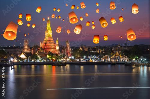 Poster Bangkok Wat arun under loy krathong day ,Thailand