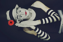 Sleep Mime In White Hat With R...