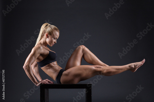 Fotografia  Portrait of a beautiful girl in the studio athletes