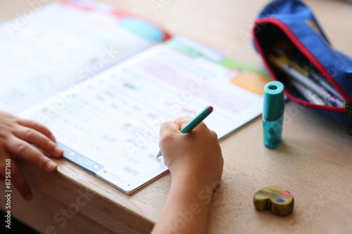 devoir scolaire - cahier de vacances enfant