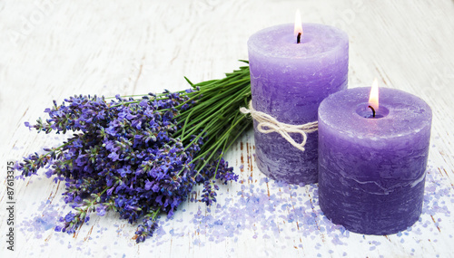 Foto op Aluminium Lavendel candle, lavender and sea salt