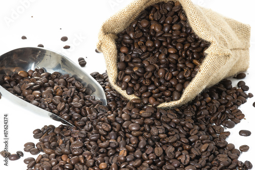 Deurstickers koffiebar Coffee beans and sack isolated