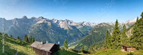 Kolory fototapet kabiny-rustykalne-dziennika-na-plaskowyzu-alpejskim