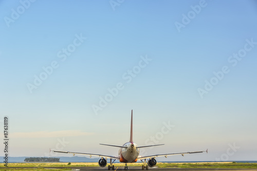 Tuinposter Commercial Plane Taxiing