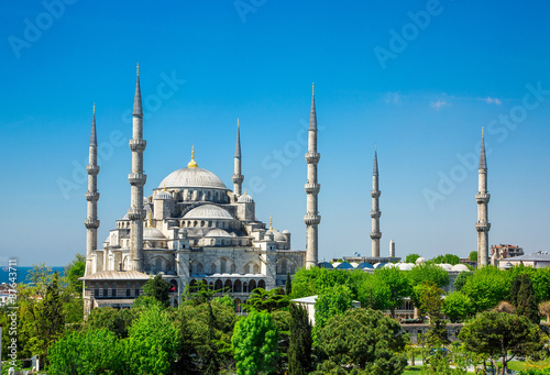 Fotografia  Sultan Ahmed Mosque (Blue mosque) in Istanbul in the sunny day, Turkey