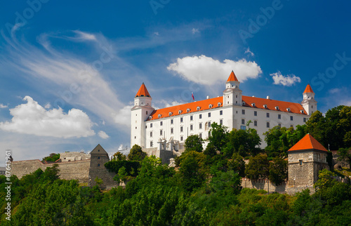 Photo  Medieval castle on the hill against the sky, Bratislava, Slovakia