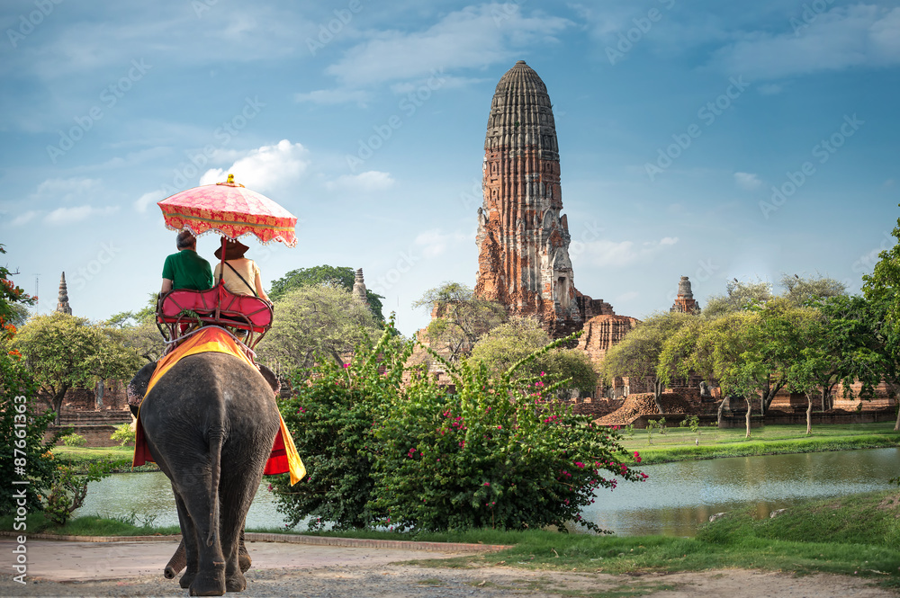 Fototapeta Tourists on an elephant ride tour of the ancient city Ayutaya ,thailand