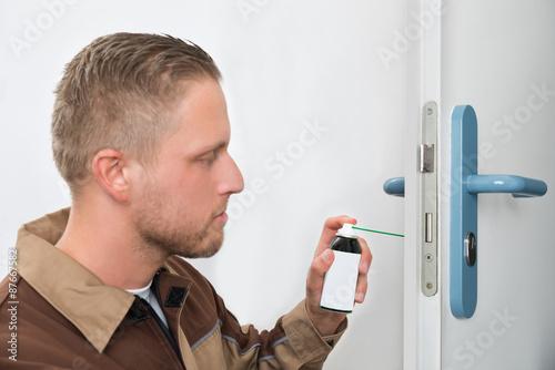 Fotografía  Male Carpenter Lubricating Door